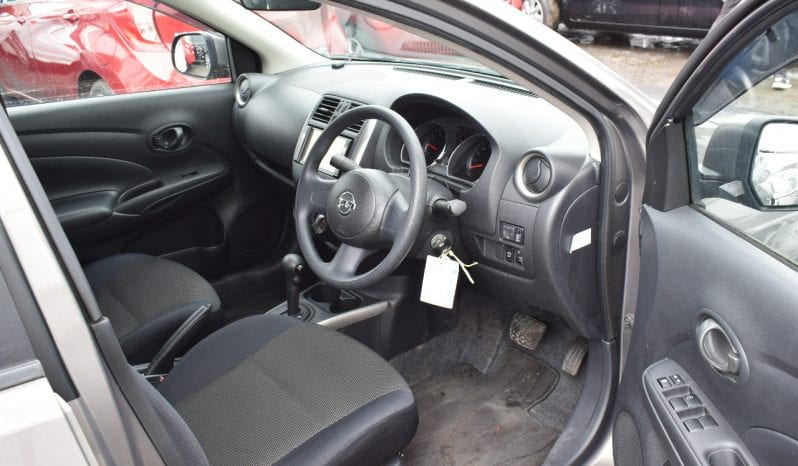 Nissan Tiida Latio 2013 full