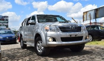 Toyota-Hilux-Motor-Express-1