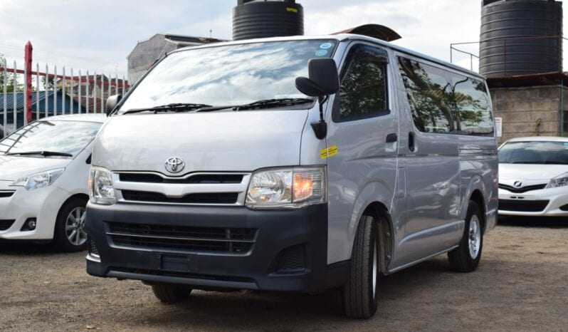Toyota Hiace Commuter 2013 full